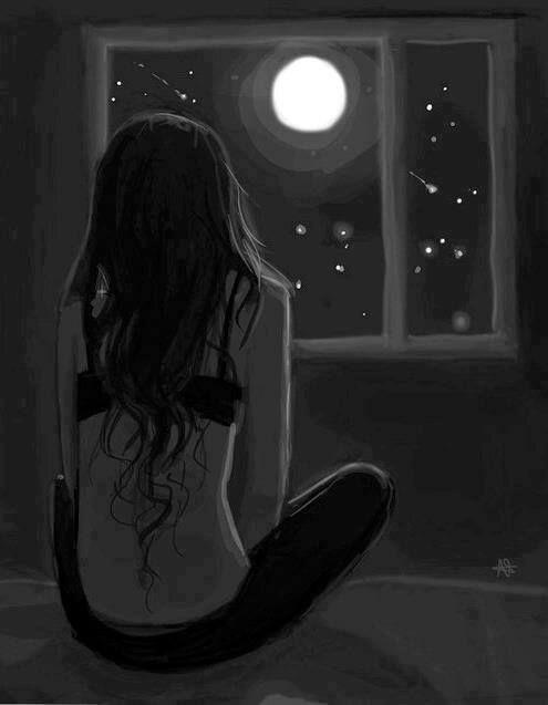 Joven viendo la luna por la ventana