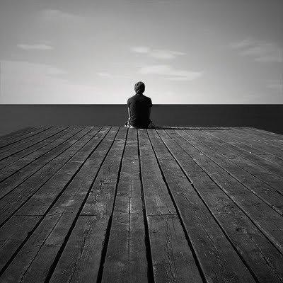 Hombre solo a causa de un mal amor